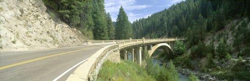 Regnbågebro, huvudväg 55, Payette flod, Smith Ferry, Idaho Arkivbild
