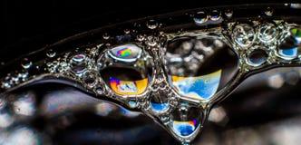 Regnbågefärger som skapas av tvål, bubblan eller olja Arkivbilder