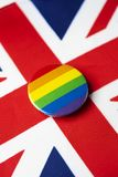 Regnbågeflagga och flagga av Förenade kungariket fotografering för bildbyråer