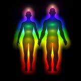 Regnbågekontur av människokroppen med aura - kvinna och man Royaltyfri Bild