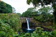 Regnbågen faller den stora ön Hawaii Arkivbild