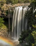 Regnbågevattenfall, Kerikeri, Nya Zeeland arkivfoton