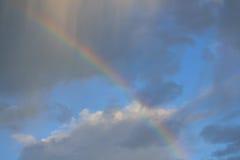 Regnbåge efter en åskväder Arkivbild