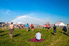 Regnbåge i väldig ljudfestival Royaltyfri Fotografi