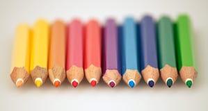 Regnbåge som färgar blyertspennor Royaltyfria Bilder
