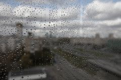 Regndroppar på exponeringsglas Royaltyfria Bilder
