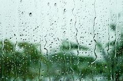 Regndroppar på fönsterexponeringsglas, bakgrund Fotografering för Bildbyråer