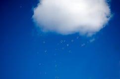 Regnen der Luftblasen Stockfotografie