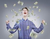 Regnen des geld- Erfolgs des jungen Mannes Stockbild
