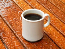 Regnen des Morgentasse kaffees Stockfoto