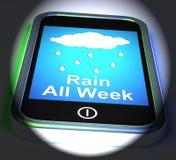 Regnen Sie alle Woche auf Telefon-Anzeigen-nassem schlechtem Wetter Stockbilder