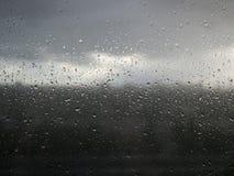 Regnen Sie Tropfen lizenzfreie stockfotos
