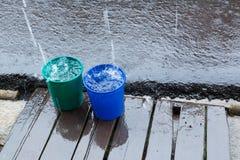 Regnen Sie Tropfen des Eimerwassers, das regnerische Wetter Lizenzfreie Stockfotografie