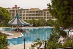 Regnerische Oktober in einem Hotel in der Türkei stockbild