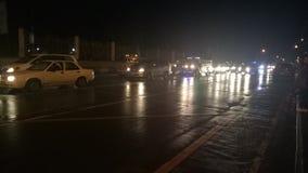 Regnerischer Abend auf der Straße Lizenzfreie Stockfotos