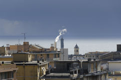 Regnerischer Himmel in Genua Stockfoto