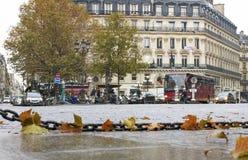 Regnerischer Morgen in Paris Stockfotos