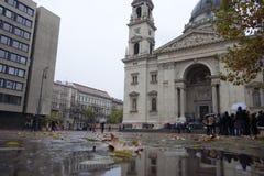 Regnerischer Tag in Budapest lizenzfreies stockfoto