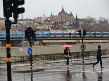 Regnerischer Tag in Gamla Stan, Stockholm im Vorfrühling Lizenzfreie Stockfotografie