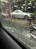 Regnerischer Tag im Auto Stockbild