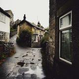 Regnerisches Dorf stockfoto