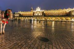 Regnig afton i Krakow royaltyfri foto