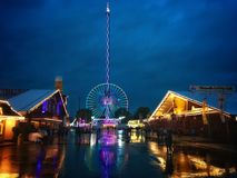 Regnig afton på den Stuttgart Wasen festivalen arkivfoton