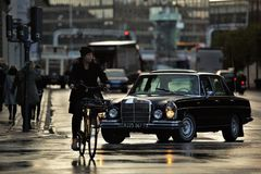 Regnig cykelritt Royaltyfri Bild