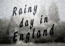 Regnig dag i England arkivbild