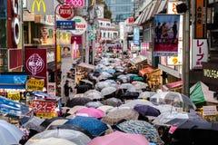 Regnig dag i Tokyo, Japan, Harajuku område Royaltyfria Foton