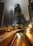 Regnig natt i staden Royaltyfri Bild