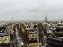 Regnig parisisk eftermiddag Fotografering för Bildbyråer