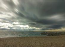 Regniga moln i stranden Royaltyfria Foton