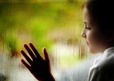 regnigt fönster för dag arkivfoto
