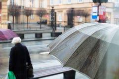 Regnigt väder i warsaw arkivfoto