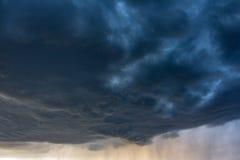 Regnmoln arkivfoton