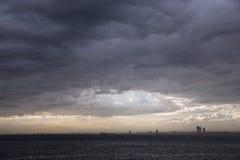 Regnmoln och storm på Istanbul Royaltyfria Foton