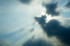 Regnmoln som blockerar solen Arkivbilder