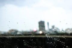 Regnnedgång och trafikstockning i Bangkok Royaltyfri Foto
