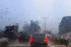 Regnnedgång och trafikstockning i Bangkok Royaltyfria Bilder