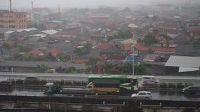 Regnnedgångar på östra staden av Jakarta arkivfilmer