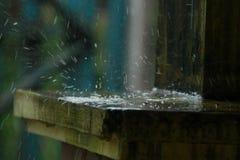 Regnvatten pölar, som uppstår i den regniga säsongen, version 4 arkivfoto