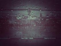 Regnvattenliten droppe för backgrond arkivfoton