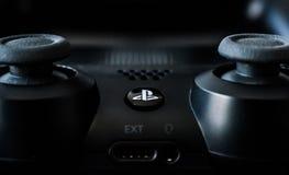 Regolatore di gioco di PlayStation dei video giochi fotografia stock libera da diritti