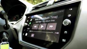 Regolatore interno di CarPlay dell'automobile per un dispositivo dell'IOS dai calcolatori Apple archivi video