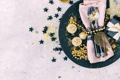 Regolazione decorata della tavola di Natale fotografia stock libera da diritti