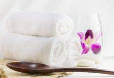 Regolazione della stazione termale con gli asciugamani Fotografia Stock