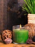 Regolazione della stazione termale con la candela immagini stock libere da diritti