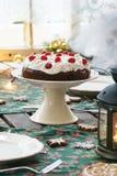 Regolazione della Tabella con il dolce di cioccolato Immagine Stock Libera da Diritti
