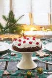Regolazione della Tabella con il dolce di cioccolato Immagini Stock Libere da Diritti